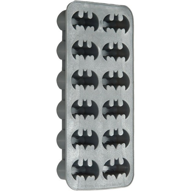 make your drinks even cooler with these awesome Batman ice cubes