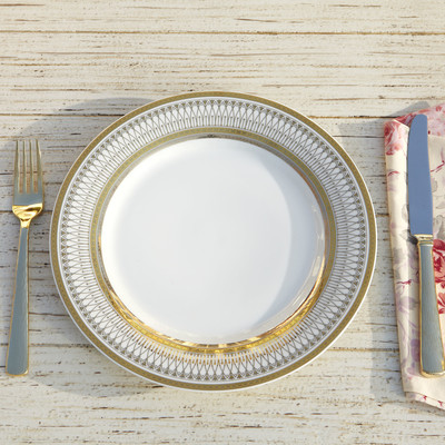 Plates that match the dining table