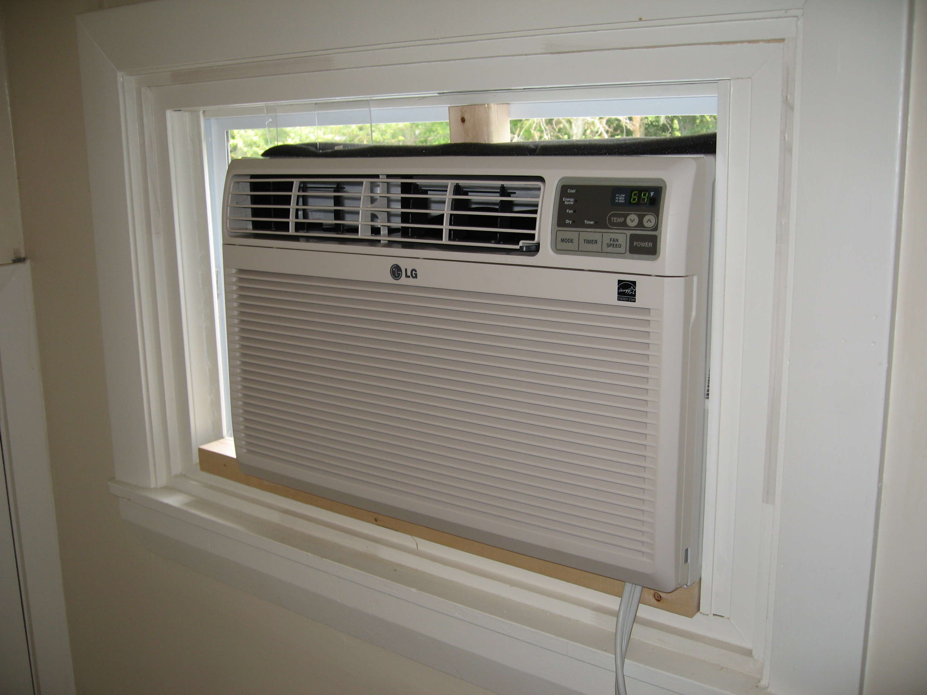 Window mounted air conditioning units