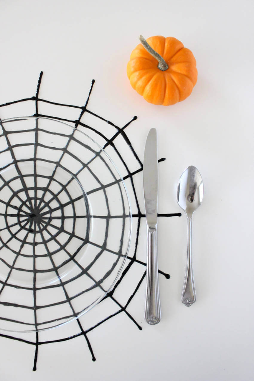 This placemat is perfect for that Halloween family dinner!