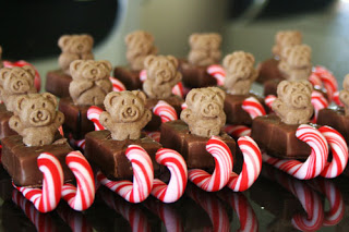 Another take on the candy cane sleigh, this one with teddy bears!