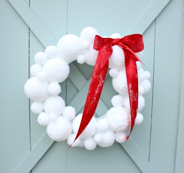 Make a fluffy and pretty snowball wreath!