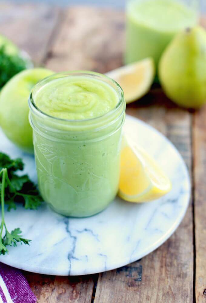 Jump start your new year the right way with this delicious green apple, pear, and parsley cleansing smoothie!