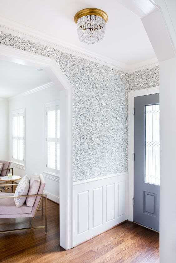 A discrete wallpaper is the perfect choice if you've never had wallpaper in your entryway before.