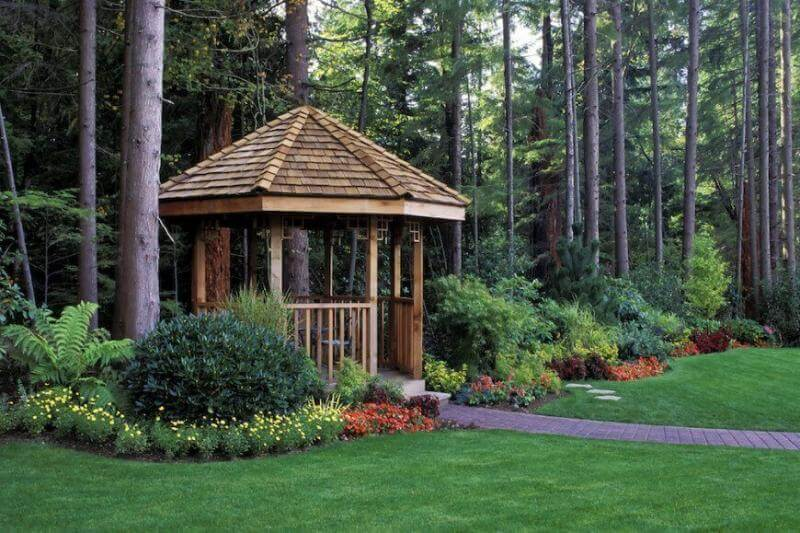 Landscaping done right: pergolas for the win