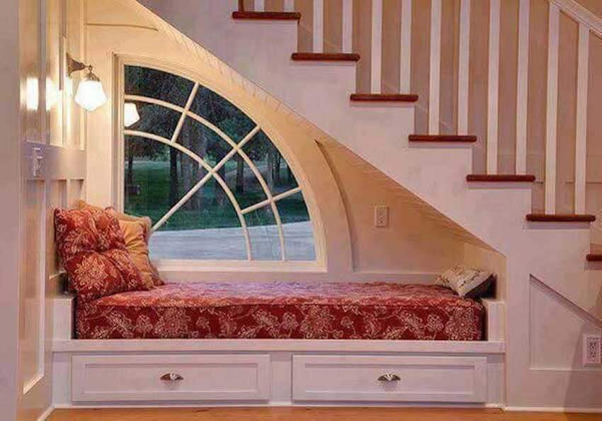 Comfortable little hideaway to read in