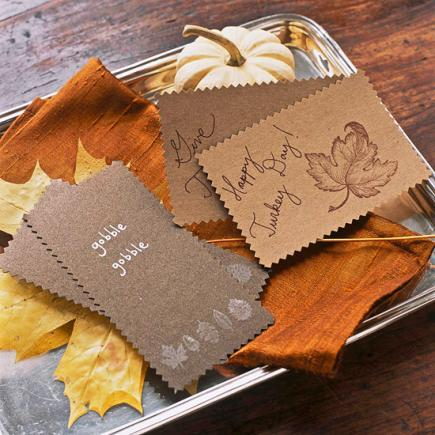 Making a Thanksgiving card tray is a great way to make your guests feel welcome.