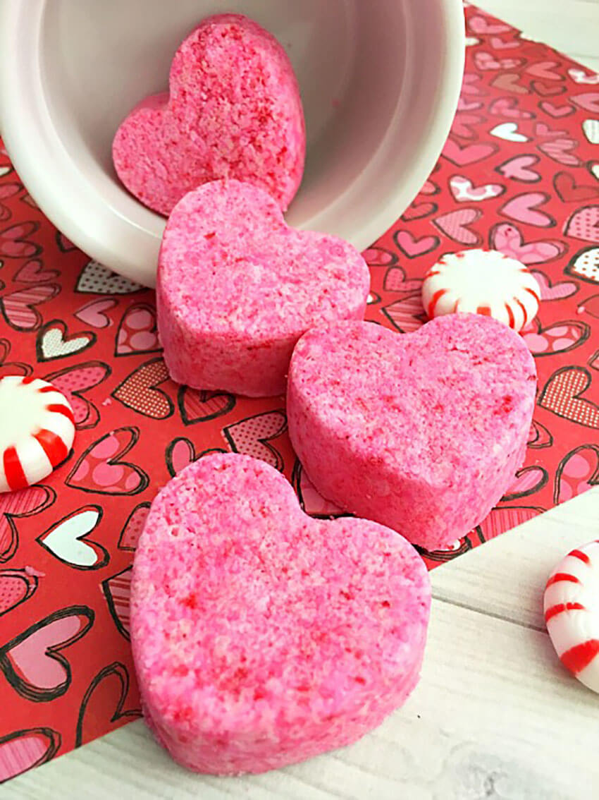These bath bombs look incredible and are a great Valentine's day gift.