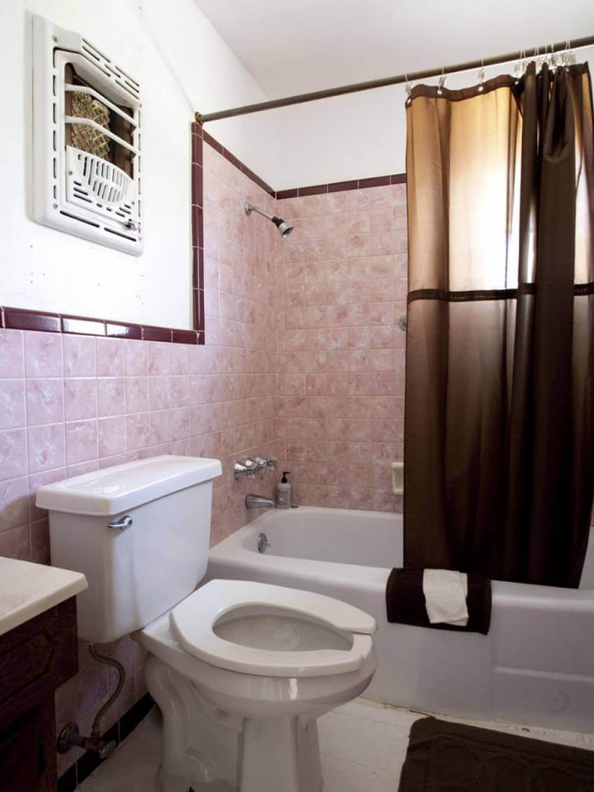 Antique looking bathroom.