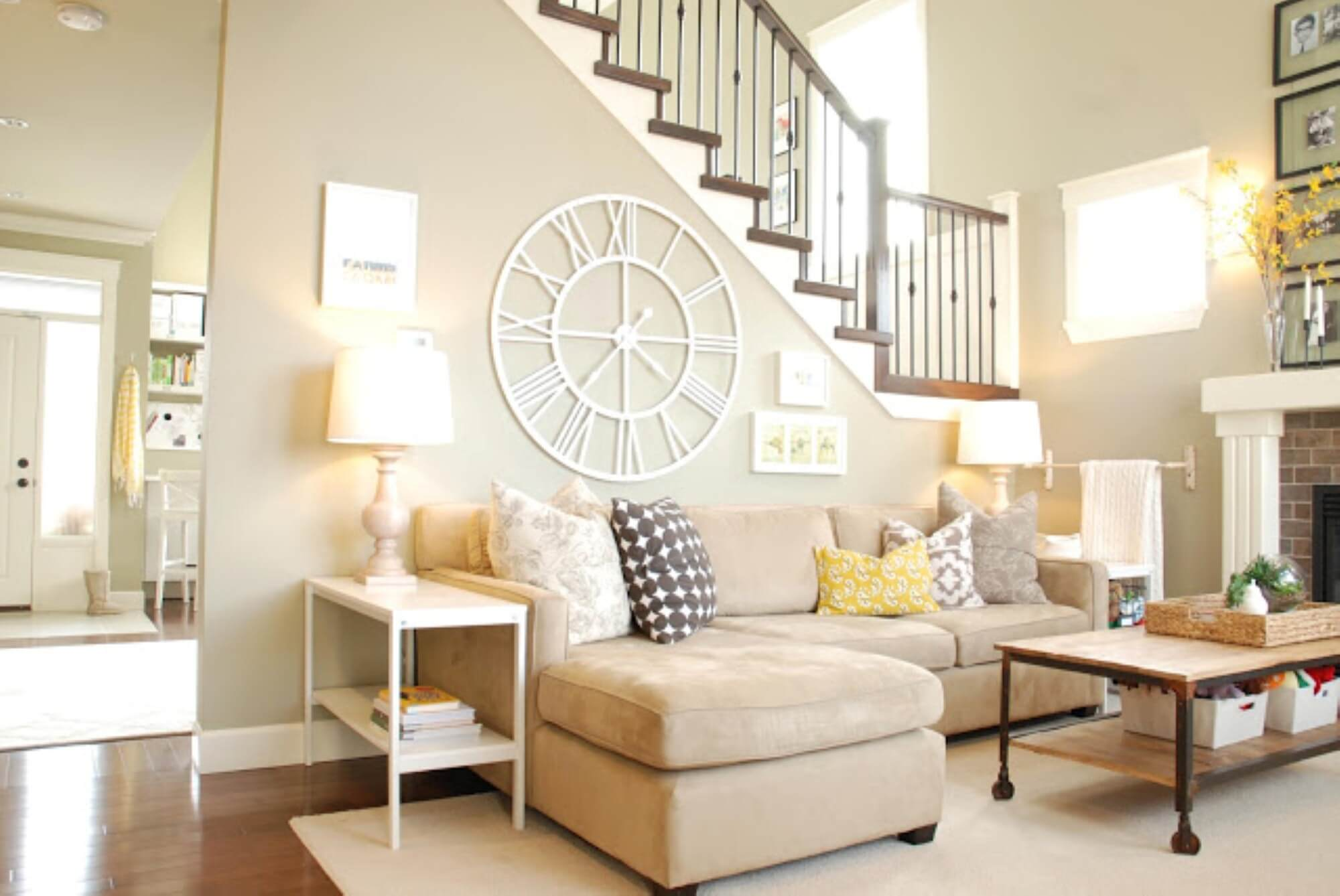 Comforting and relaxing color tones for a living room