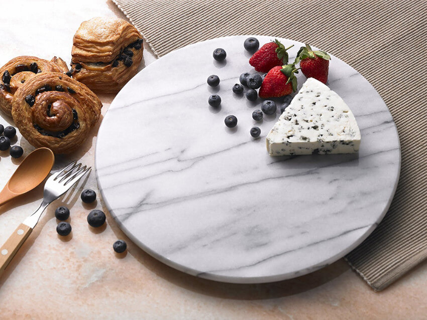 This chic marble board will make your friend's counter even more beautiful.