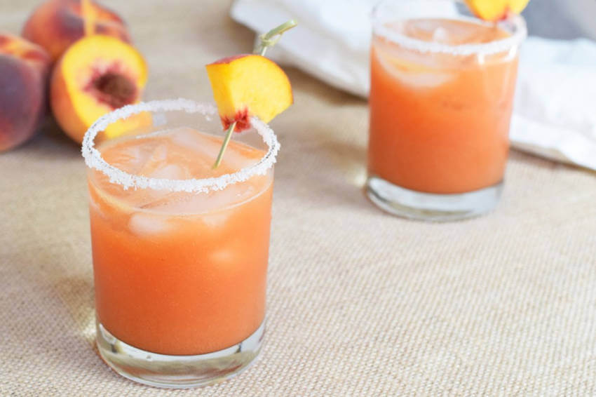 This peach drink will be your next favorite margaritaThis peach drink will be your next favorite margarita