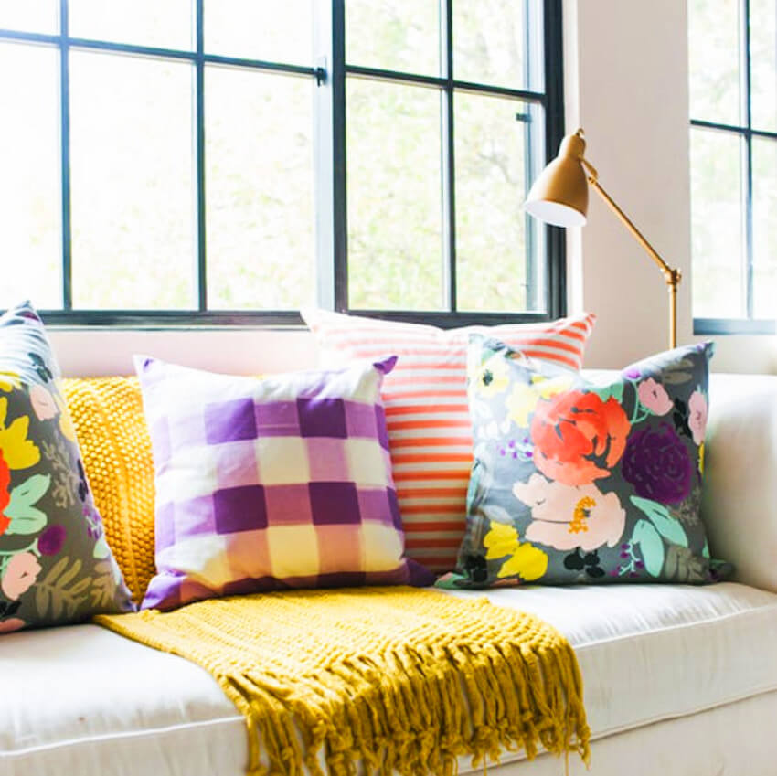 Colorful and flowered pillows are just the best!
