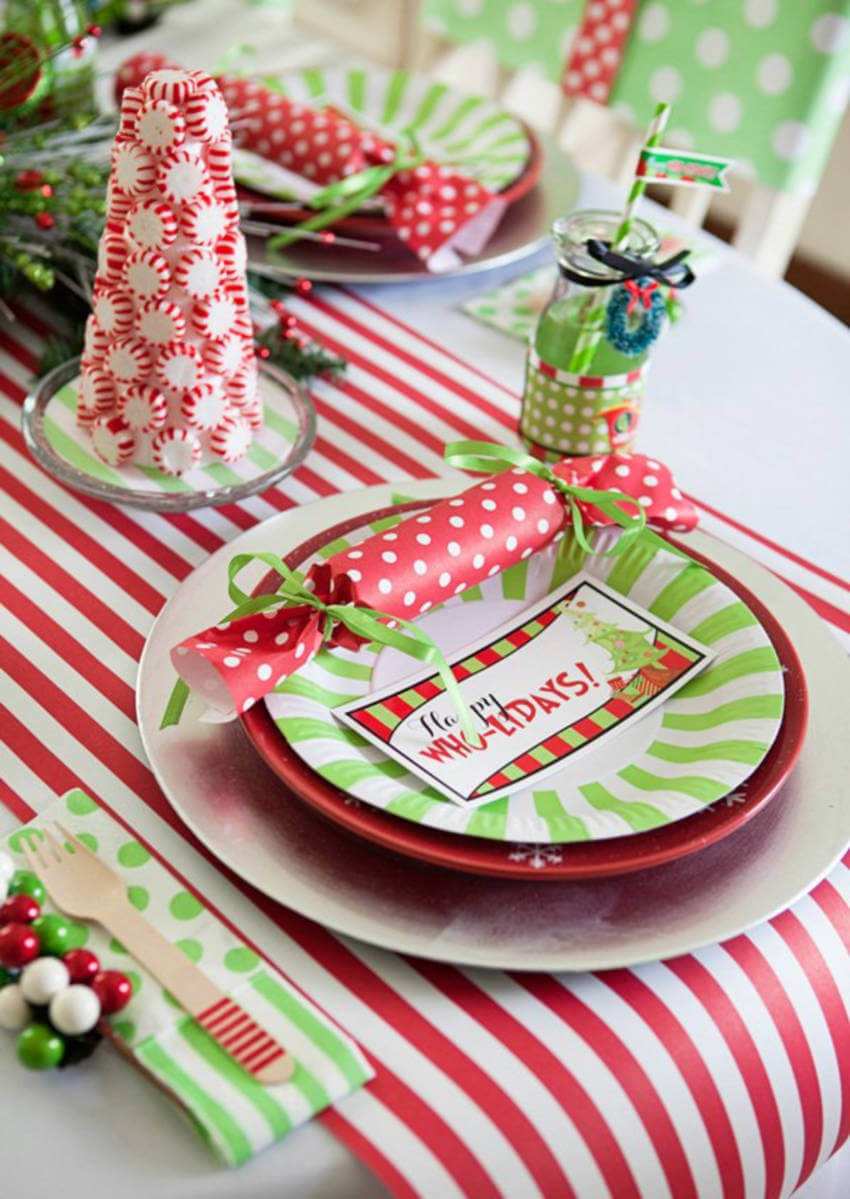 This Grinch-inspired theme for kids' table is very cool