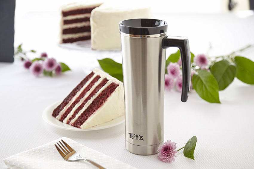 Keep your coffee hot for up to 5 hours or cold for up to 9 hours with this thermal coffee mug.