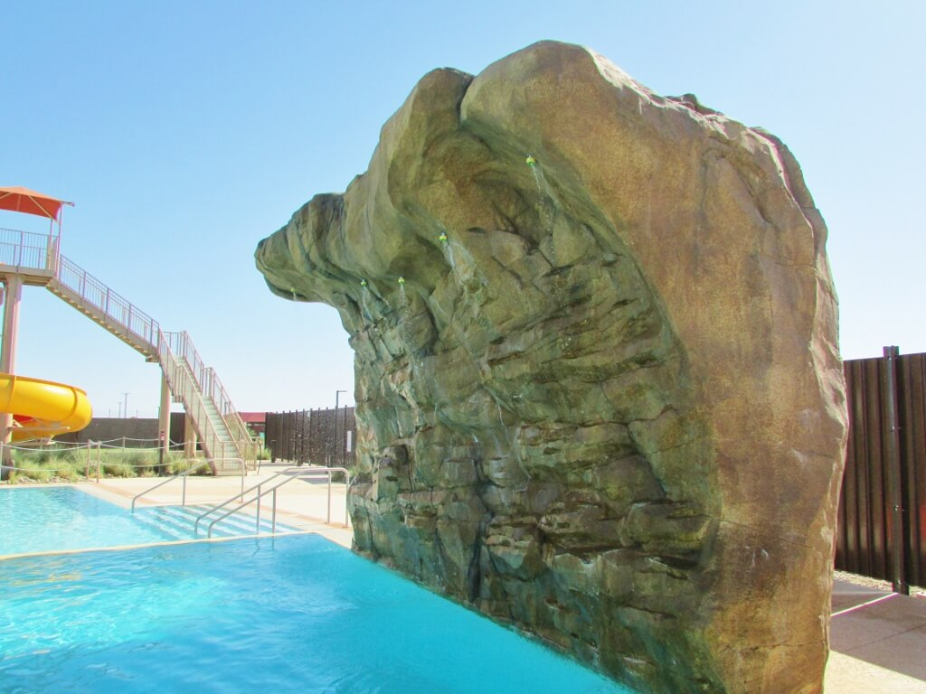 How awesome would this pool addition be for your backyard?