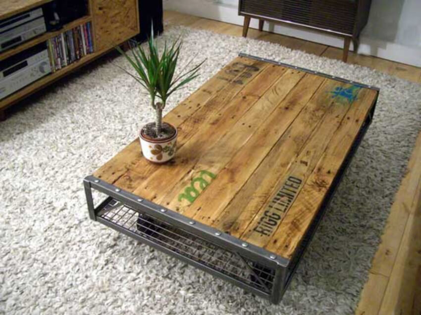 A pallet coffee table is the perfect piece of furniture for your industrial living room.