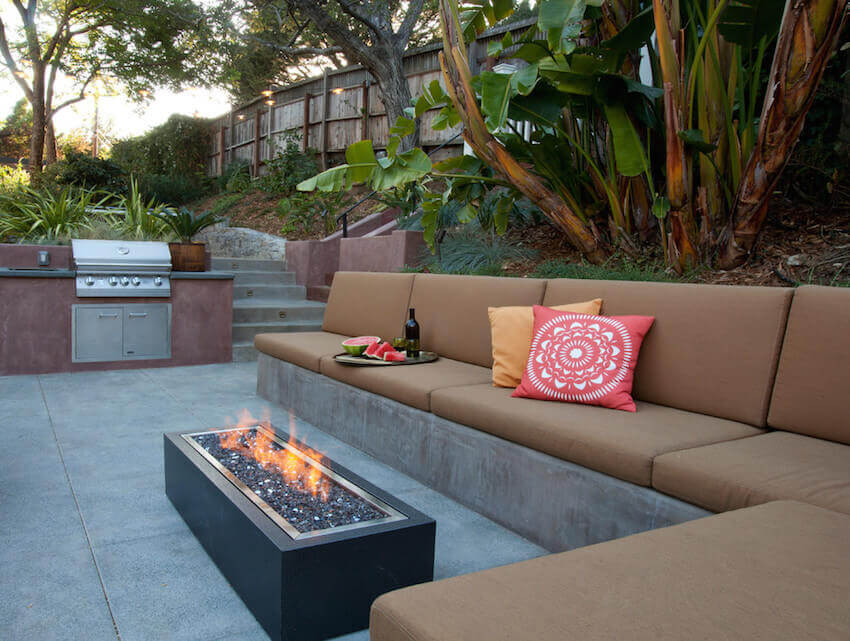Exterior electrical fireplace for a patio