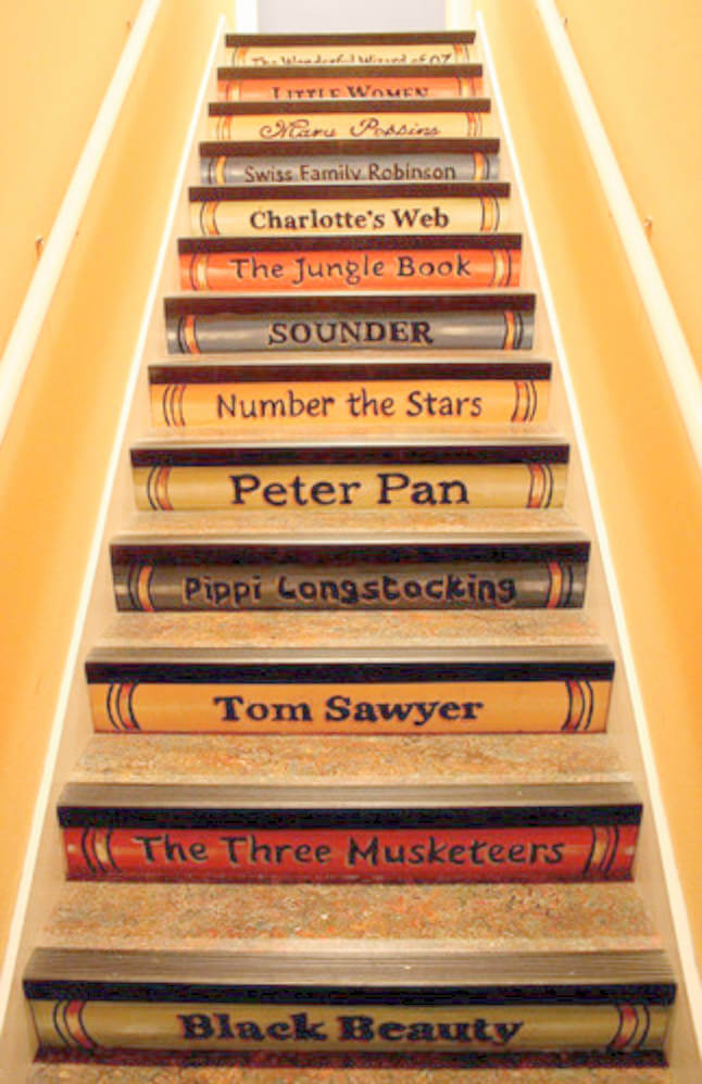 This staircase is a combo of classics and a homey feeling!