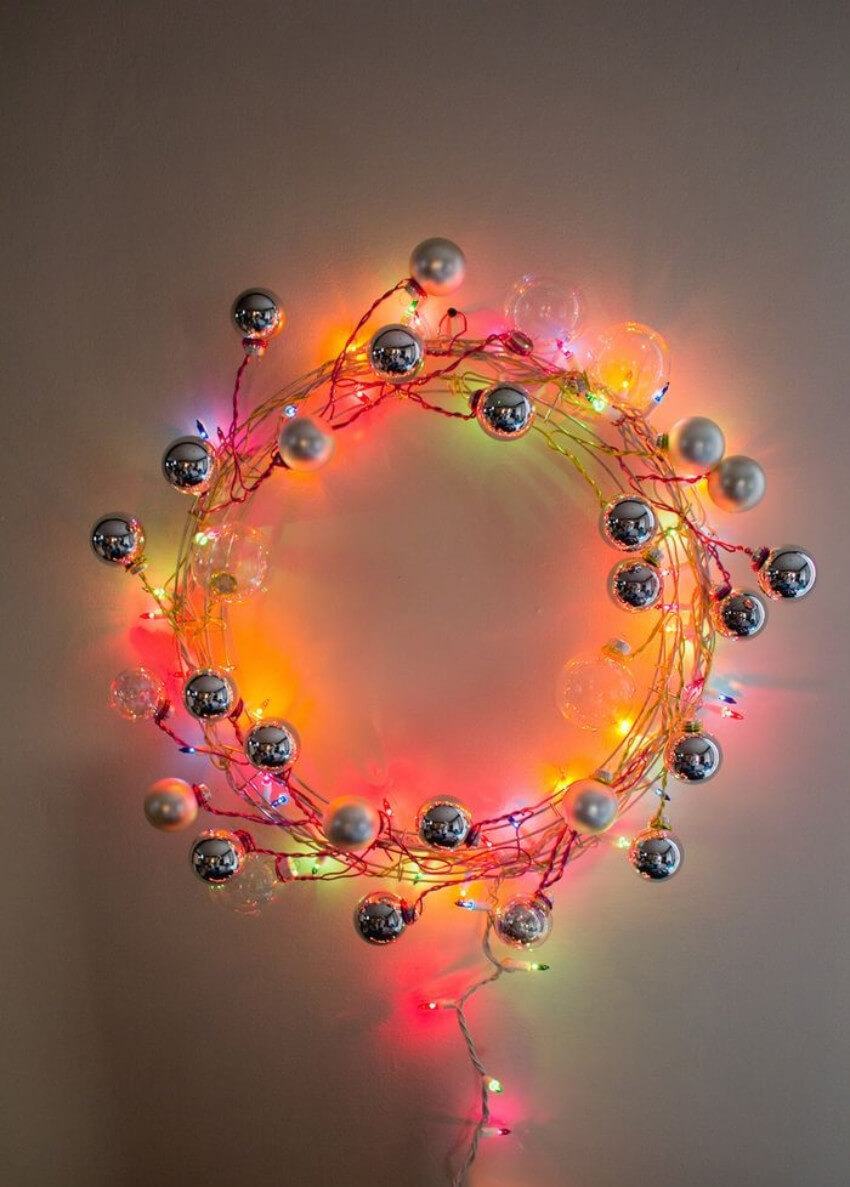 A modern-looking wreath with awesome light bulbs!