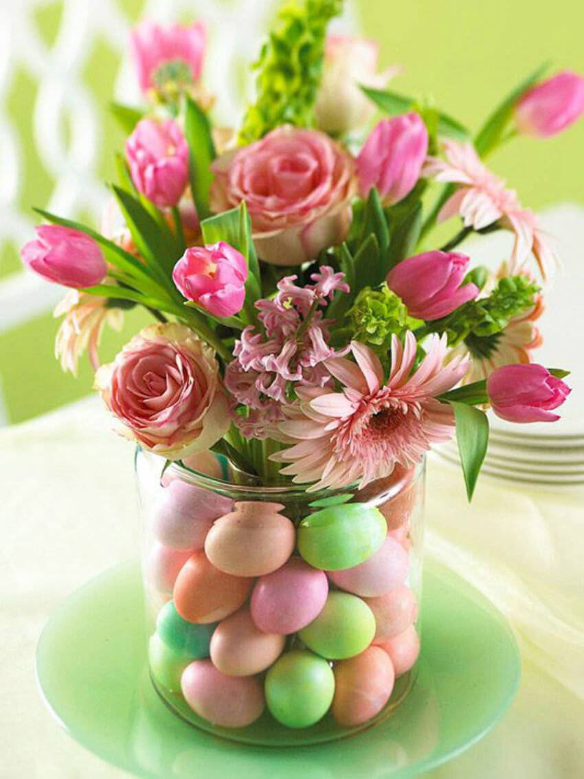A lovely centerpiece with DIY eggs and flowers!