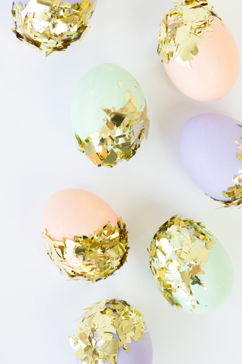 Golden confetti adds a nice pizzazz to your decor!