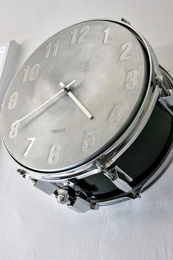 Snare drum clock makes a fine addition to any living room