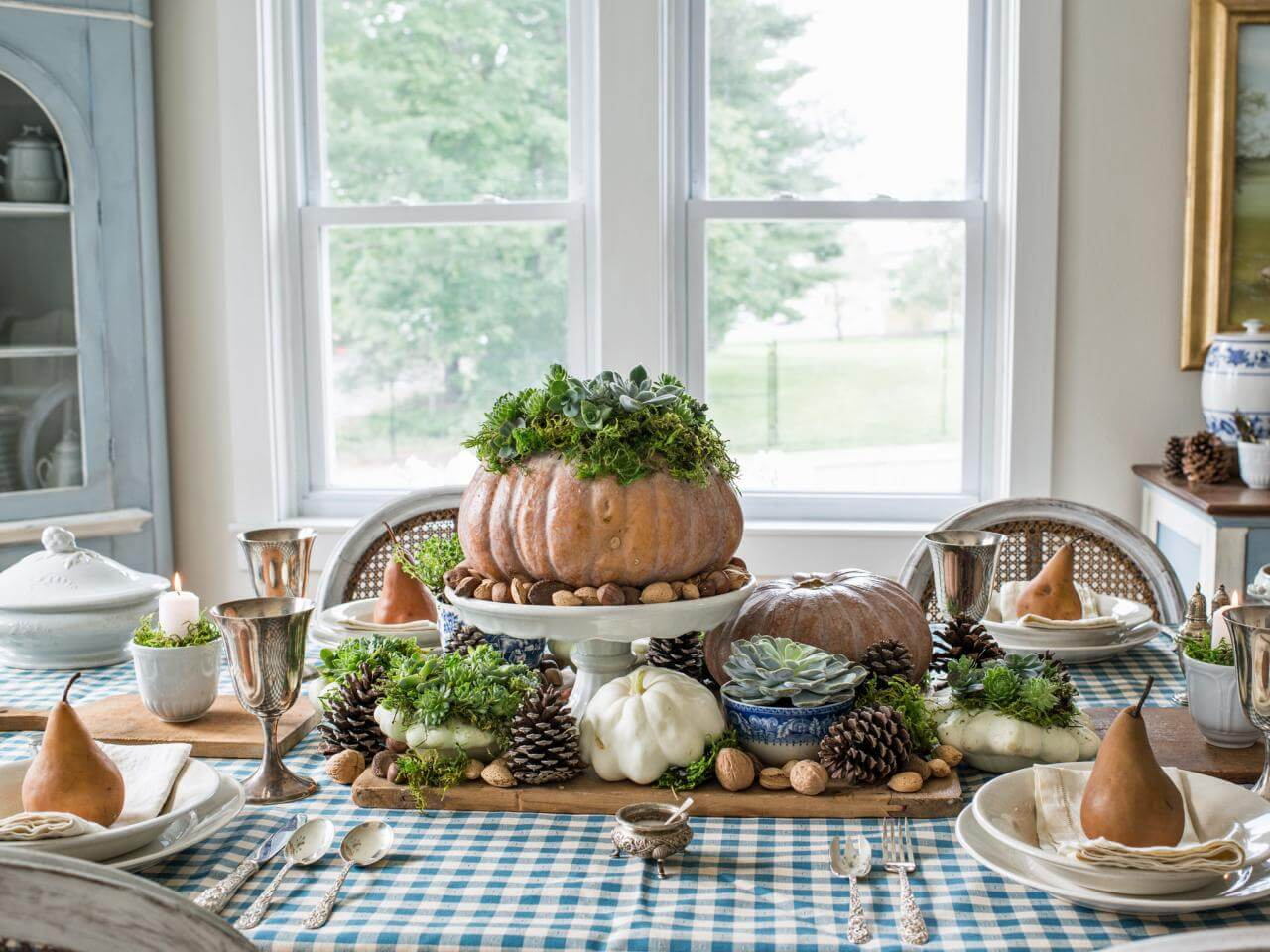 Fall decor for the dining room table