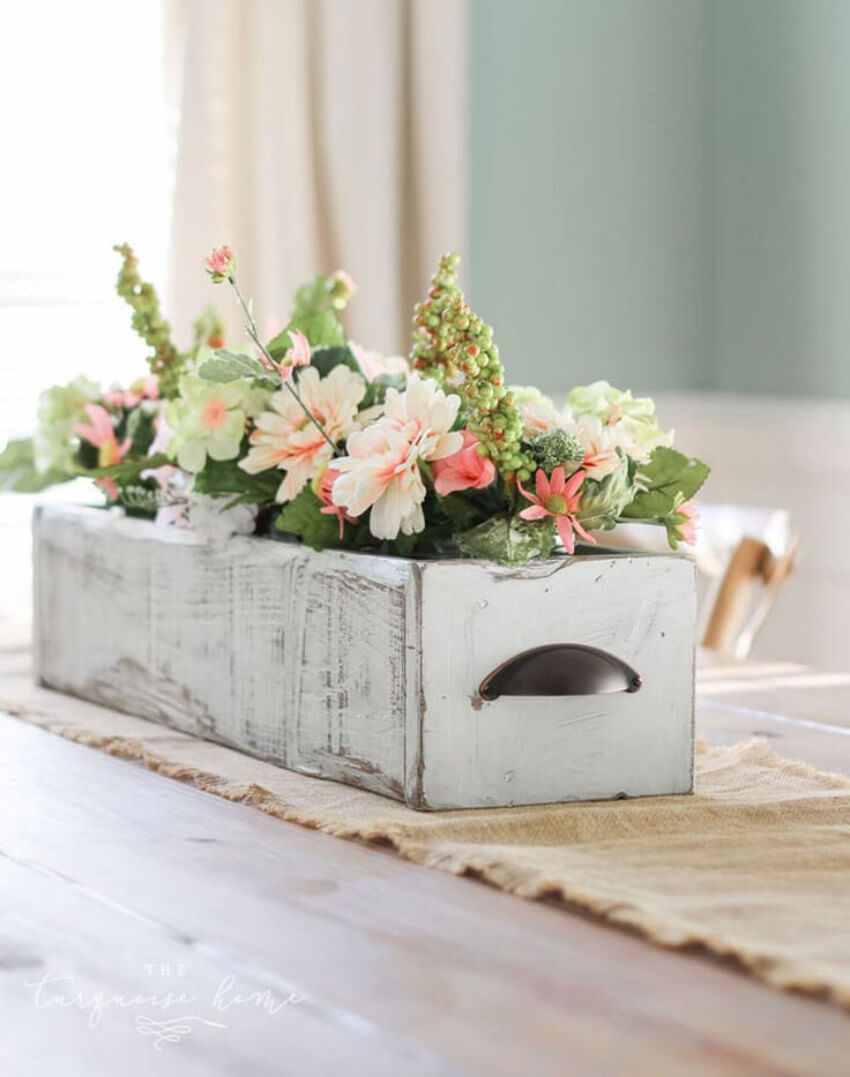 An old drawer can also become a spring centerpiece!