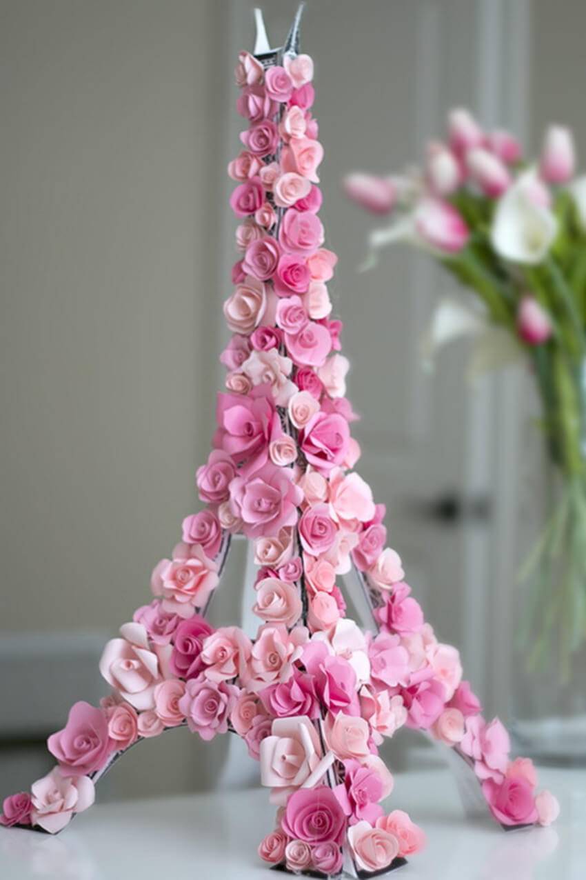 The Eiffel Tower covered with paper flowers makes your home gorgeous!