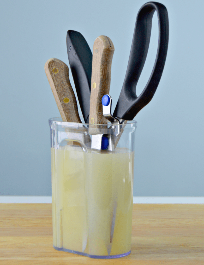 A solution of water and lemon juice can remove rust from knives!