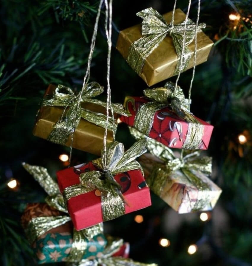 Empty matchboxes can make this cute DIY ornament for your Christmas tree.