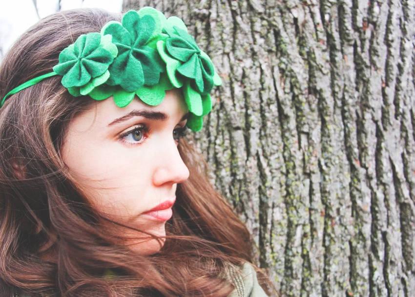 A simple DIY clover crown!