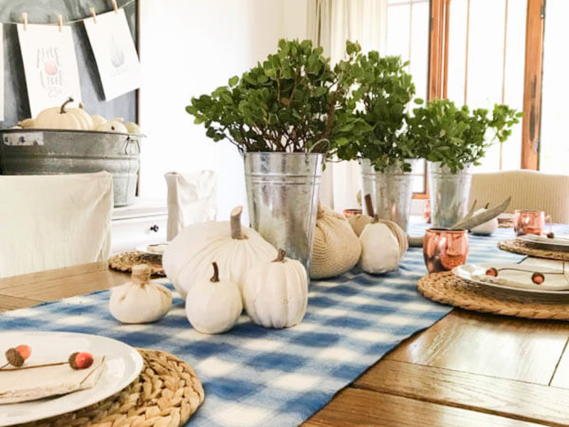 8 Beautiful Fall Tablescapes For Your Family Gathering