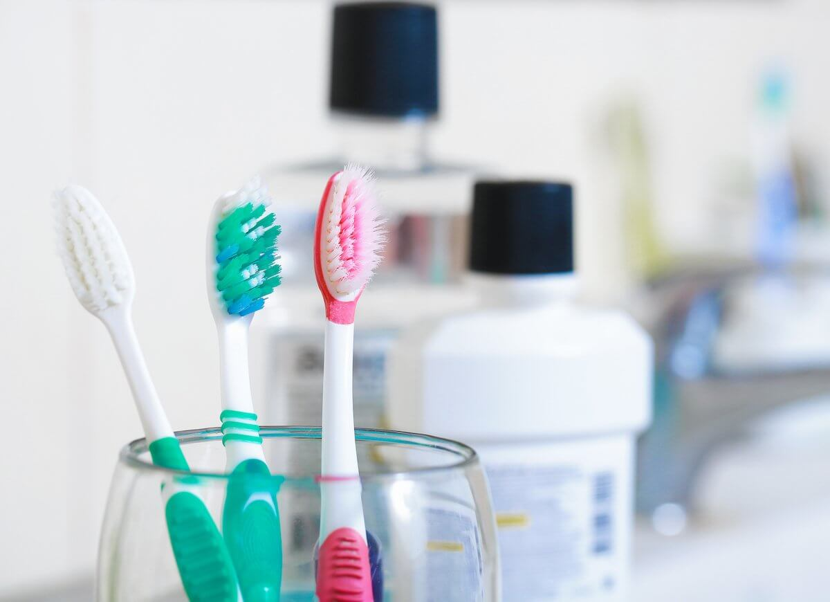 Keep your toothbrush clean!