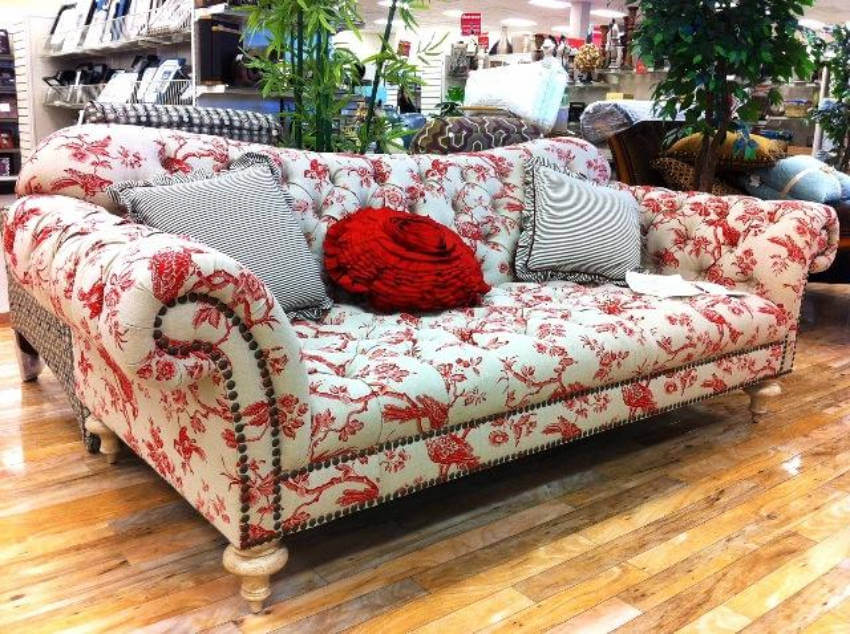 The perfect couch to set a neutral decor around it!