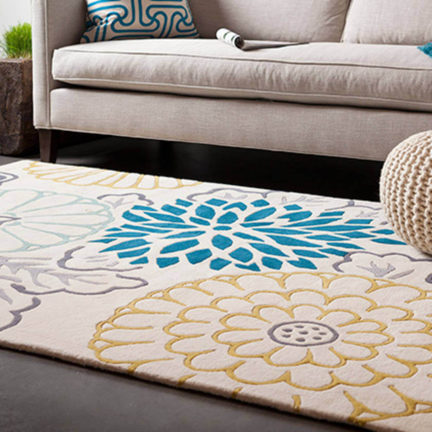 A huge rug transforms the room decor, and the floral print is just the most delicate option!