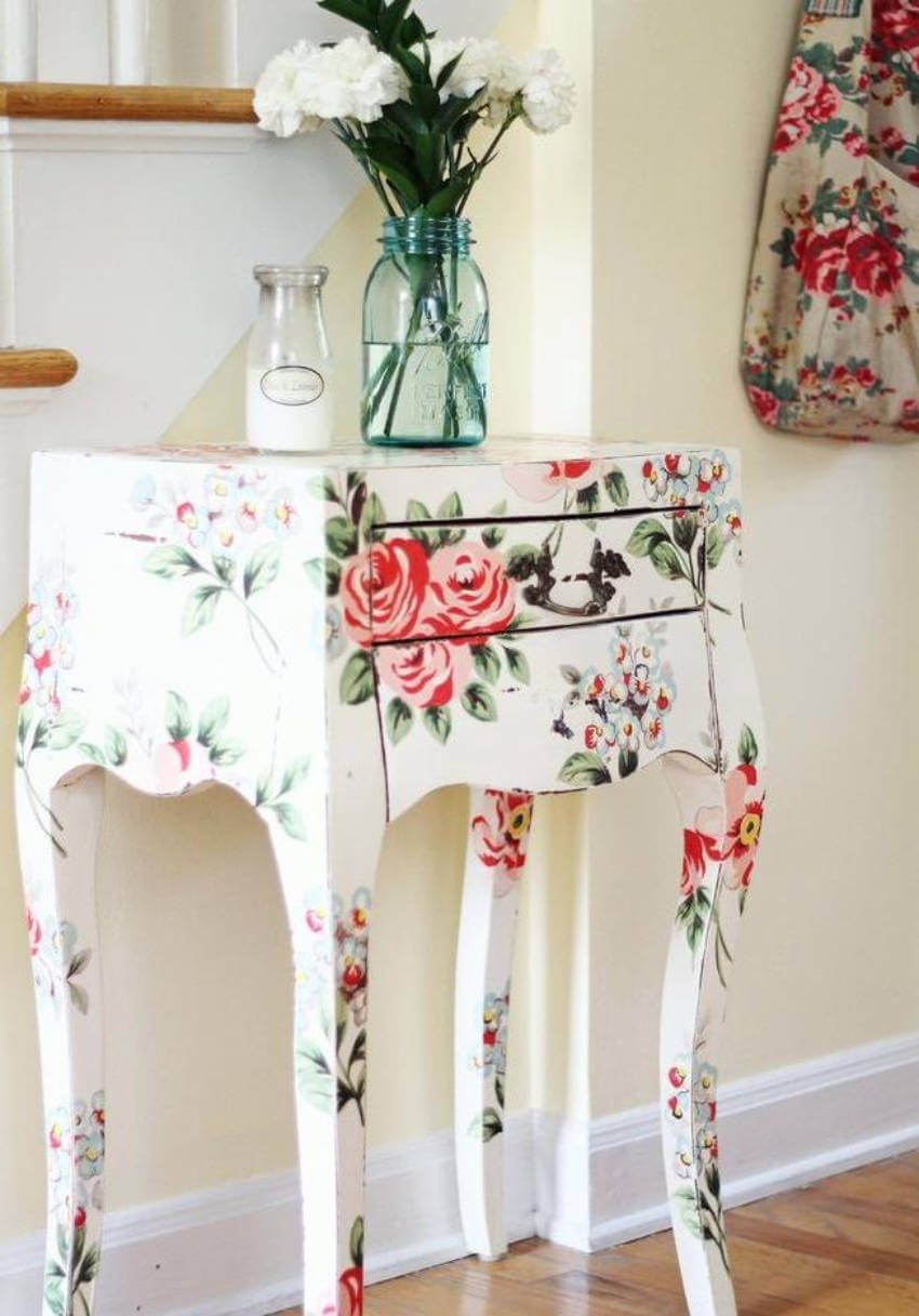 A floral vanity table is so stylish and practical!