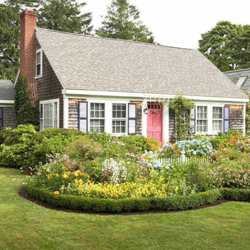 Even though the style is simple, the garden is gorgeous.