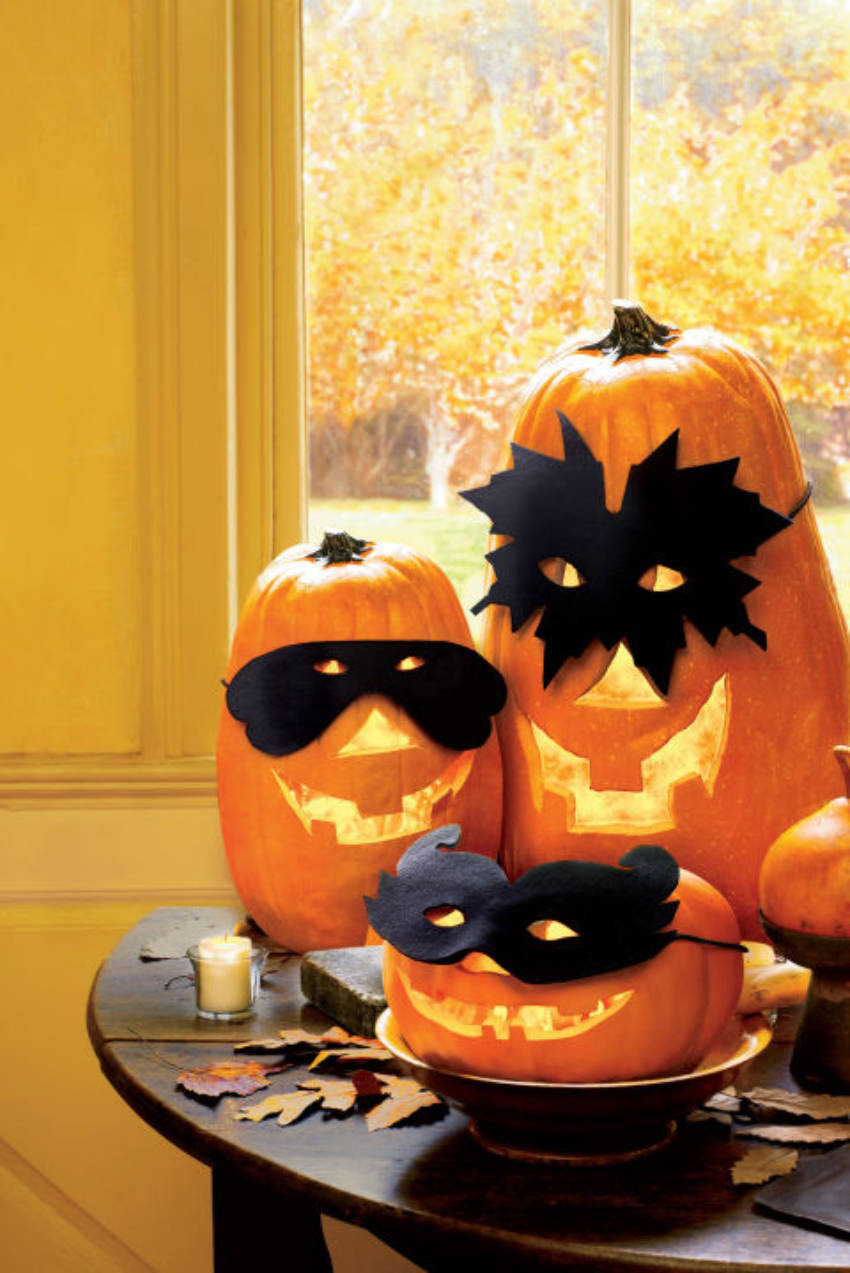 These masked pumpkins are so nice and friendly!