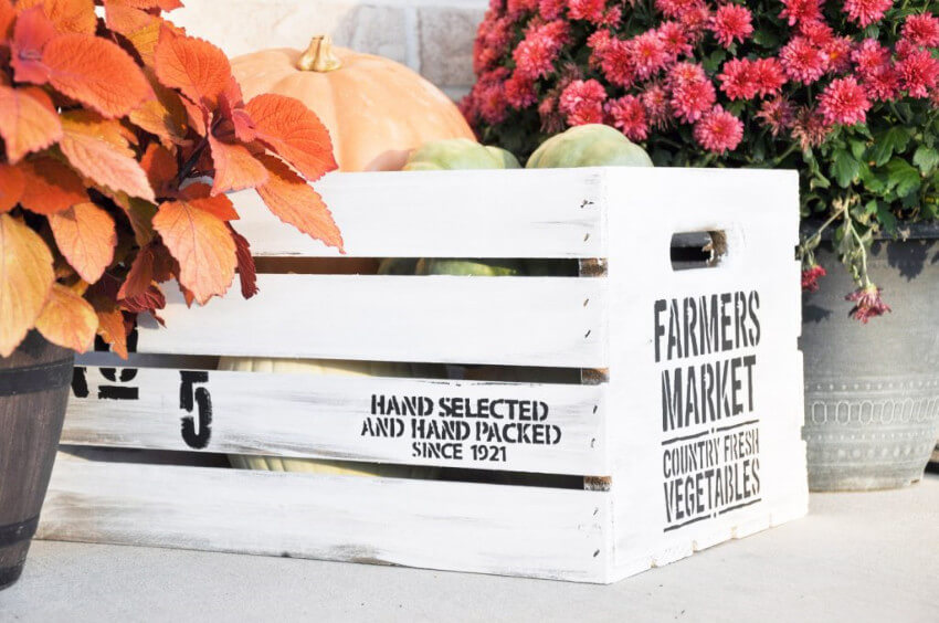 Crates are all about the farmhouse decor style.