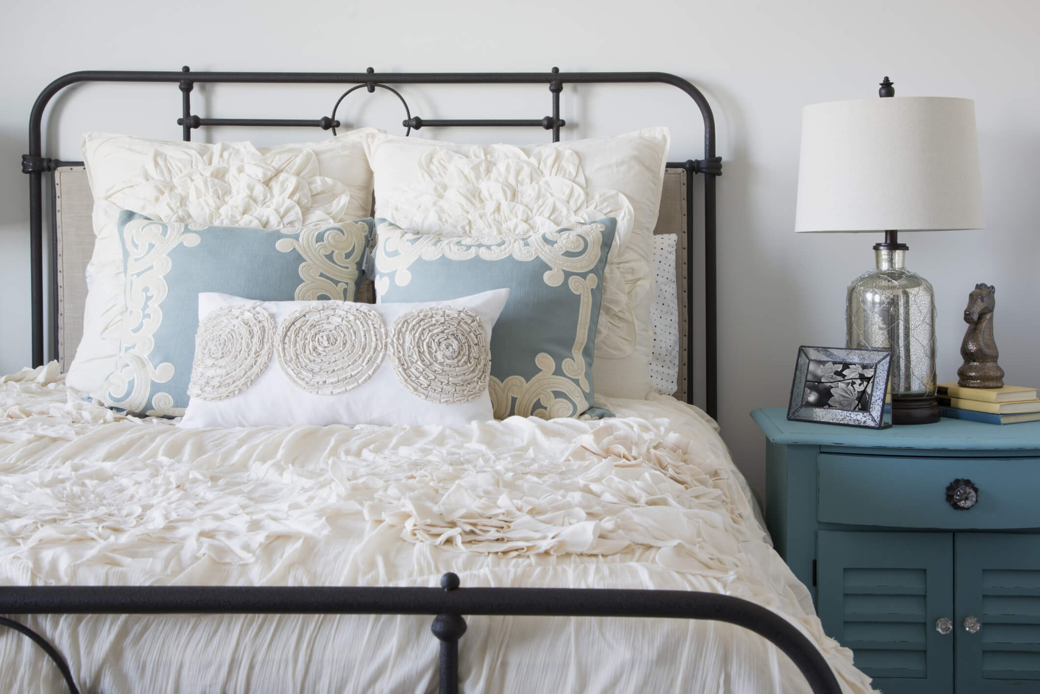 Super cozy color patterns for the guest bedroom