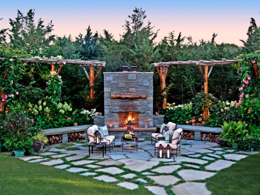 A fireplace in the patio will be perfet for colder days.