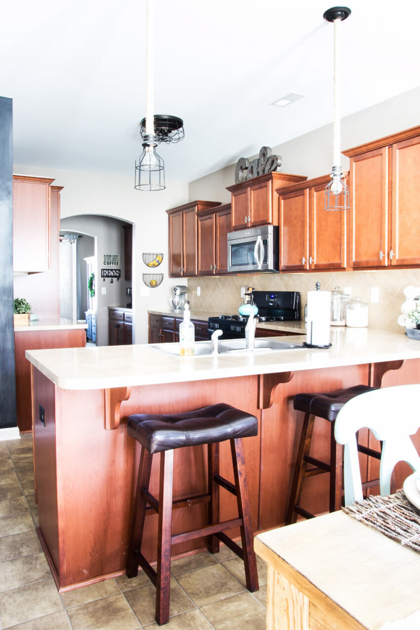 Old-looking kitchen half-wall!