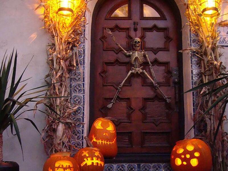 8 Spooky Door Decorations for Halloween