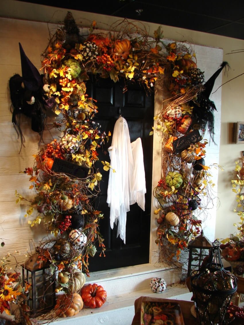 We hope the rest of this home has more ghost decorations because this one is awesome!