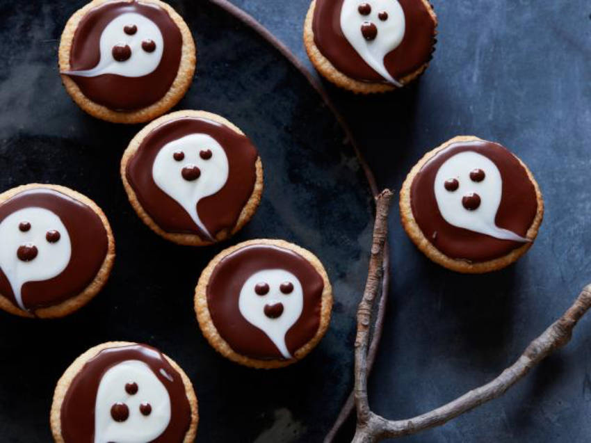 Ghostly cupcakes are a staple of Halloween parties!