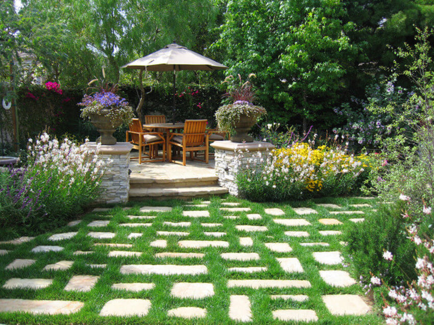 Steps make any lawn look special.