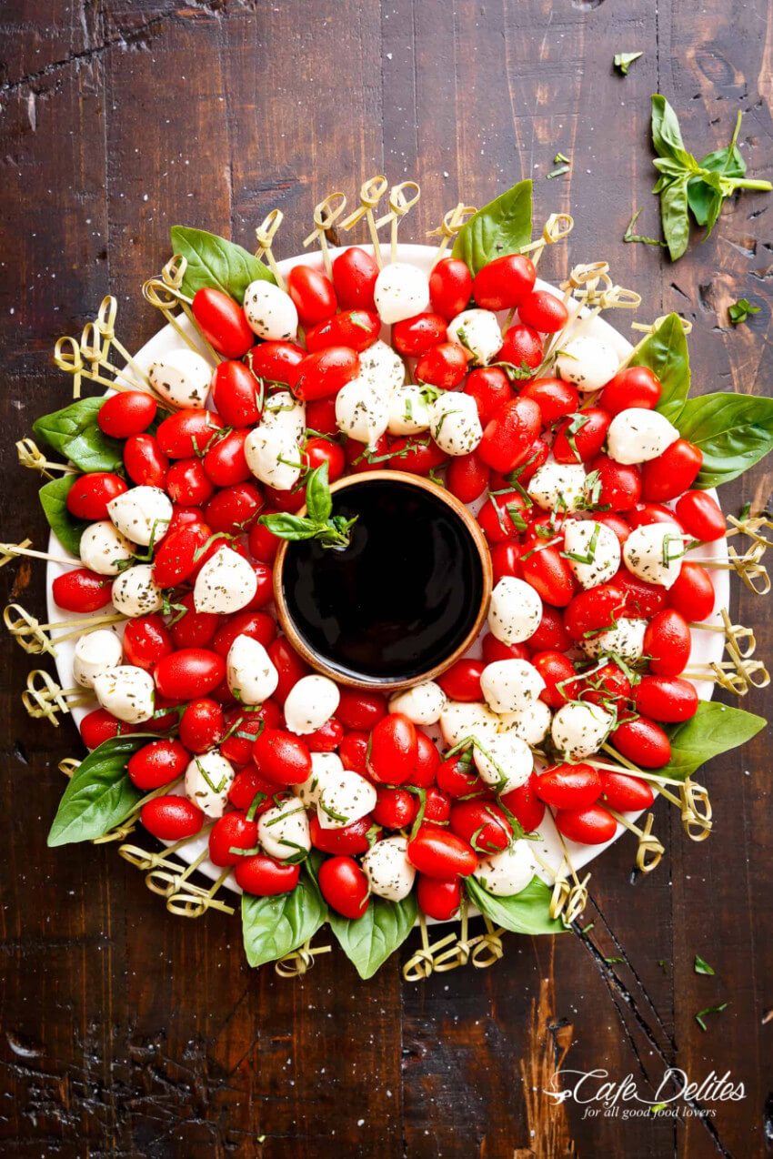 This salad wreath is perfect for the holidays!