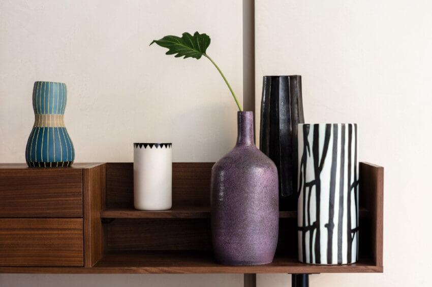 Elegance is what defines this Ultra Violet vase!